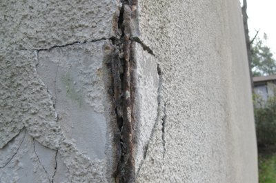 Deteriorated metal corner bead used in                           stucco